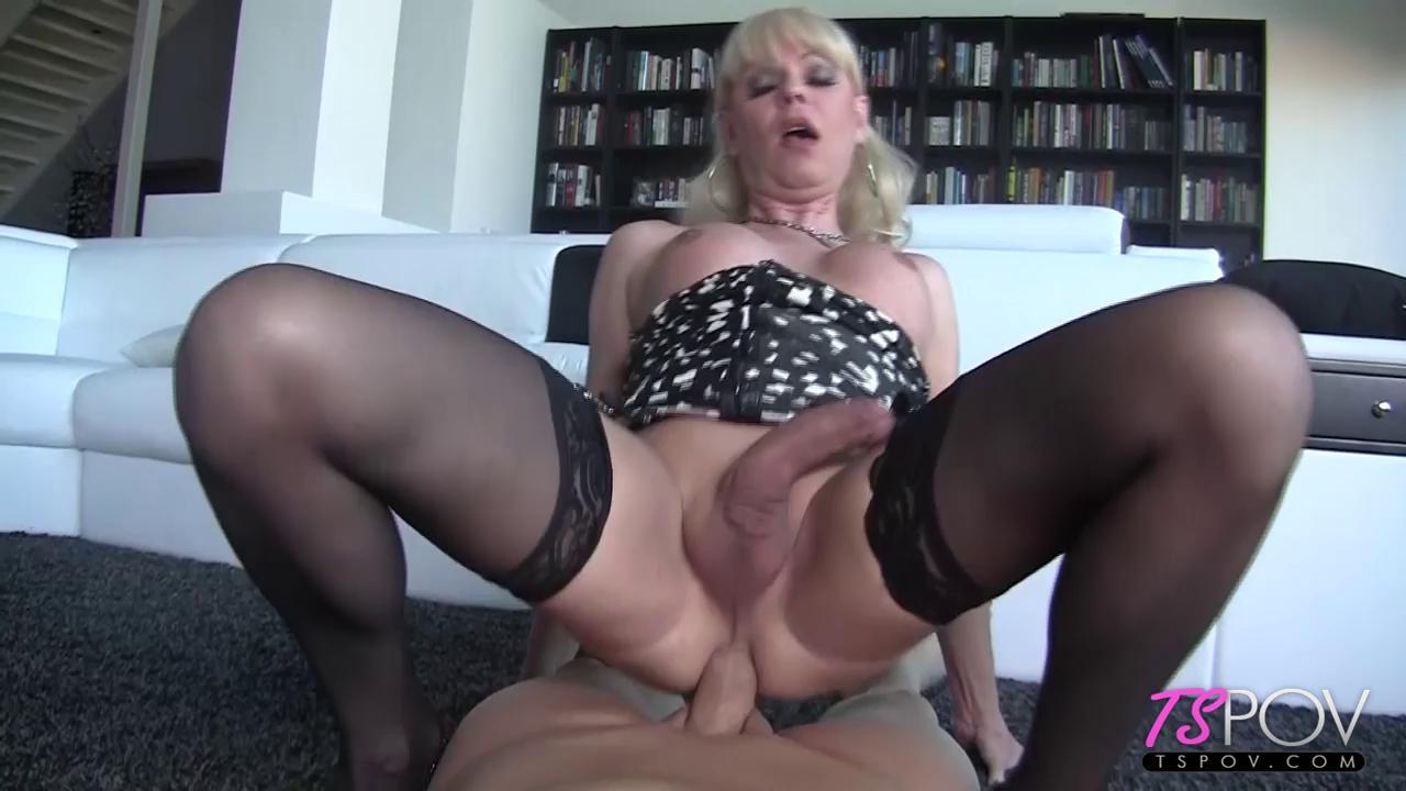 Blonde Tranny Cougar Joanna Jet Sucks And Fucks In Pov Tranny One